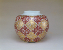 TOMIMOTO Kenkichi, Large ornamental jar, porcelain, pattern of ferns, overglaze enamels and gold, 1960