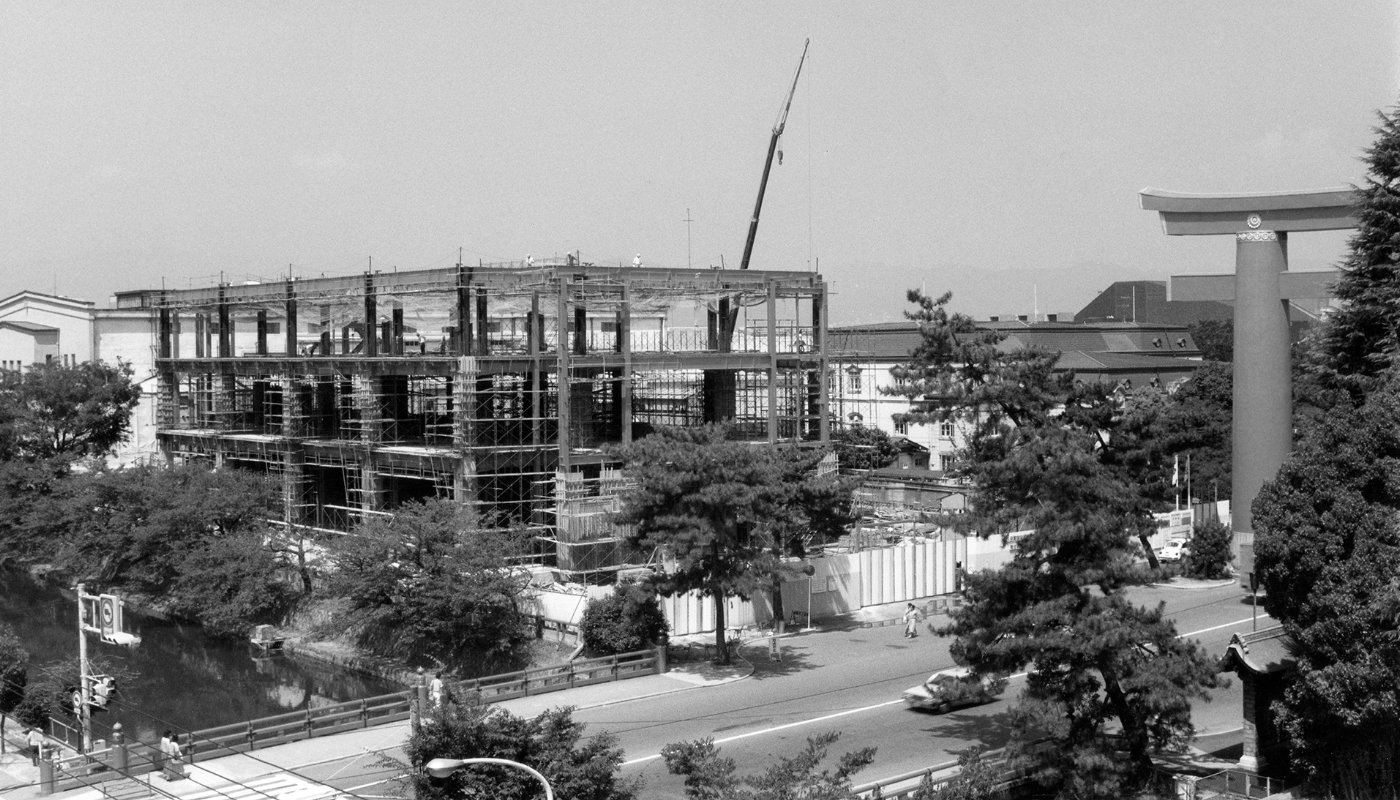 The National Museum of Modern Art, Kyoto under construction.