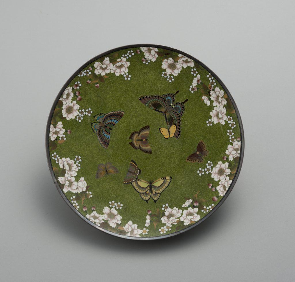 NAMIKAWA Yasuyuki, Plate with butterflies and cherry blossoms Meiji period