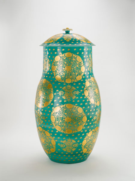 KATO Hajime, Lidded Decorative Jar in Gold Leaves on overglaze Spring Green enamel, 1968