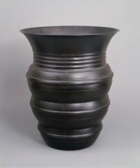 豊田勝秋《鋳銅広口花瓶》 1937年