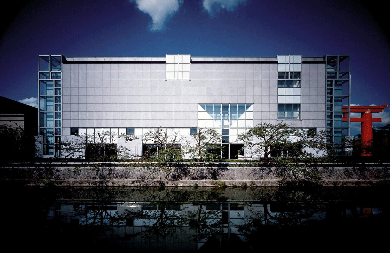 美術館の南に流れる疏水より撮影 撮影:小川泰祐