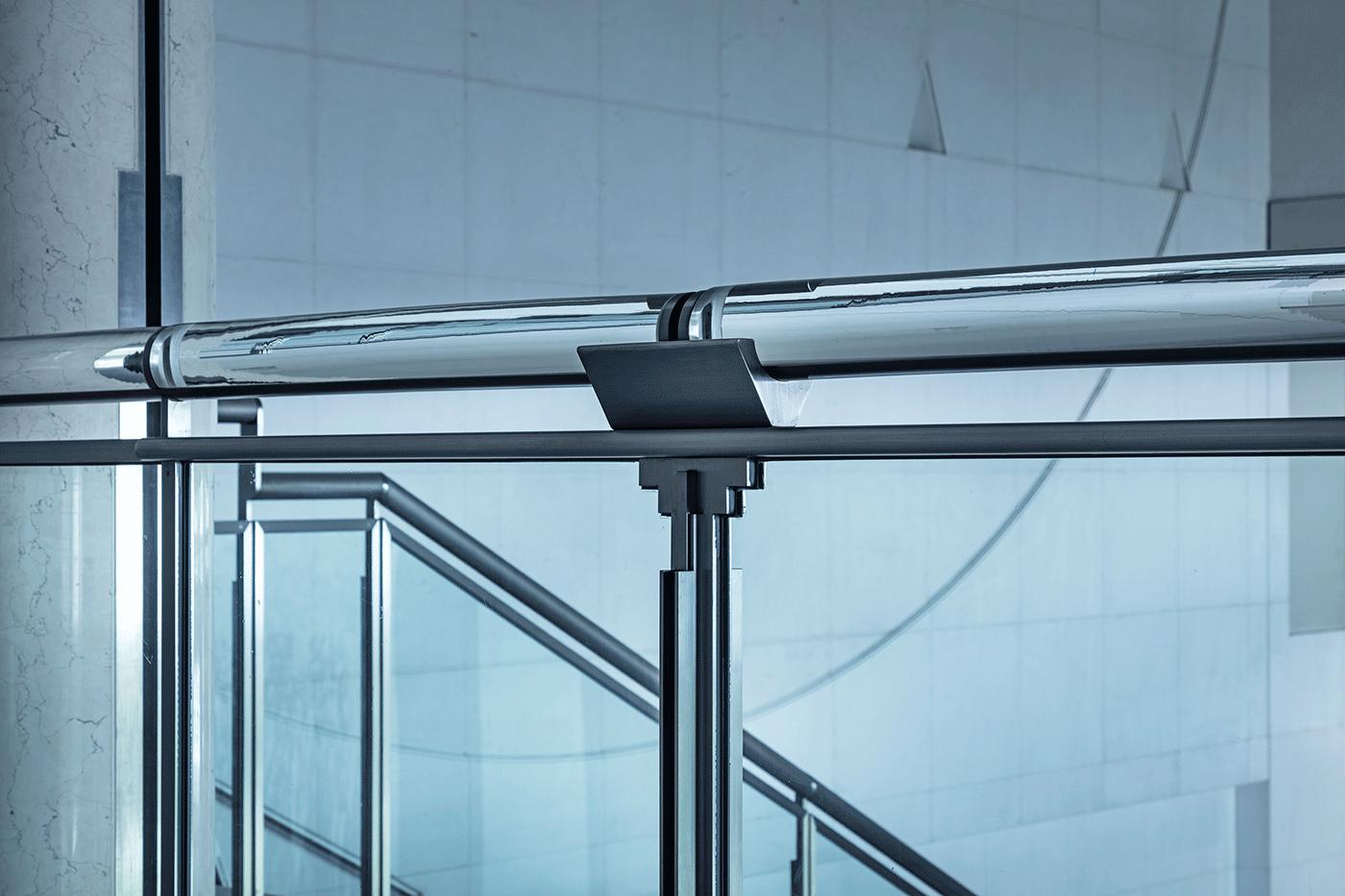 京都国立近代美術館 階段の手摺 撮影:長谷川健太