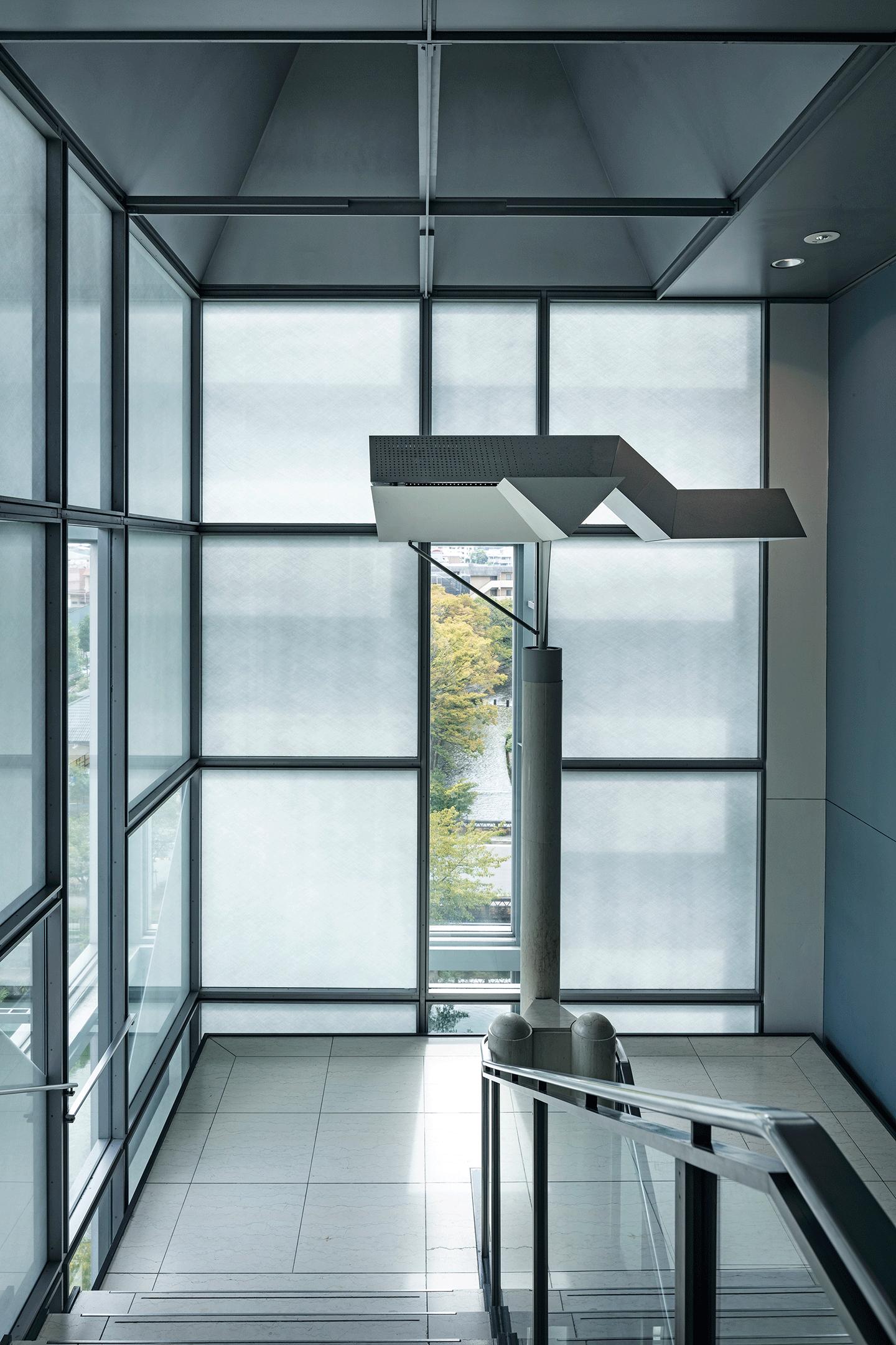 階段室 ガラスのファサード 撮影:長谷川健太