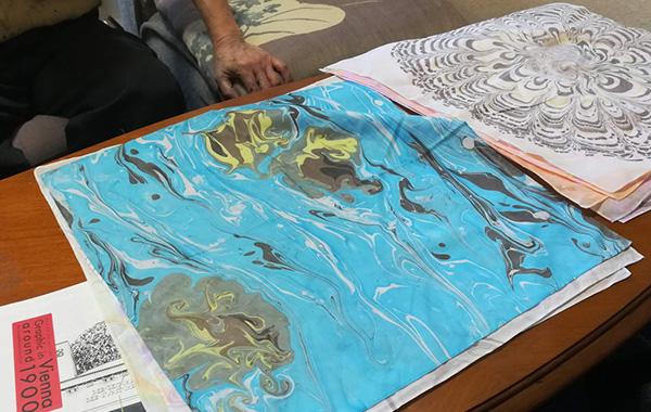 「世紀末ウィーンのグラフィック」関連ワークショップ  『墨流し染でつくるオリジナルハンカチ』