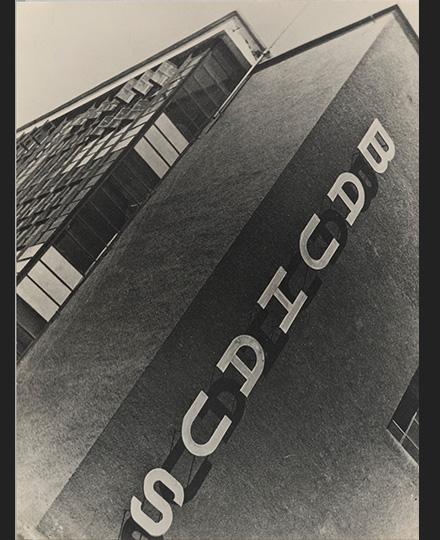 山脇巌《バウハウス・デッサウ》1931年 武蔵野美術大学 美術館・図書館 ©山脇巌・道子資料室