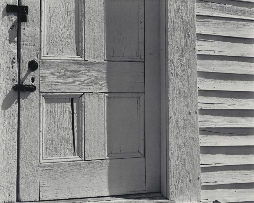 エドワード・ウェストン《教会堂の扉、ホルニトス》1940年