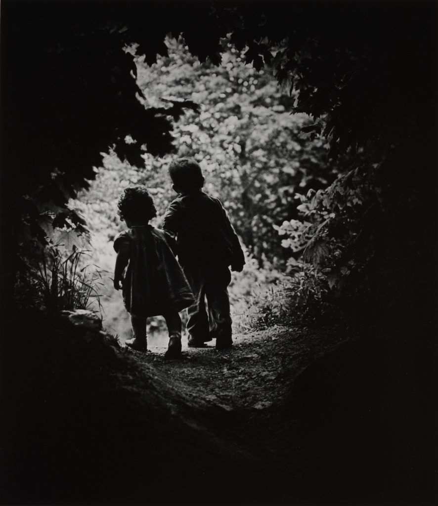 W. ユージン・スミス《楽園への歩み》1946年 © 1946, 2018 The Heirs of W. Eugene Smith