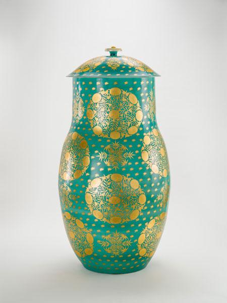 加藤土師萌《萌葱金襴手蓋付飾壺》1968年