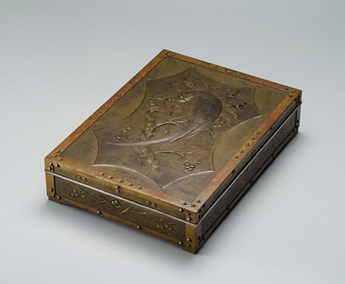二橋美衡《花鳥文様真鍮製手筥》1929年